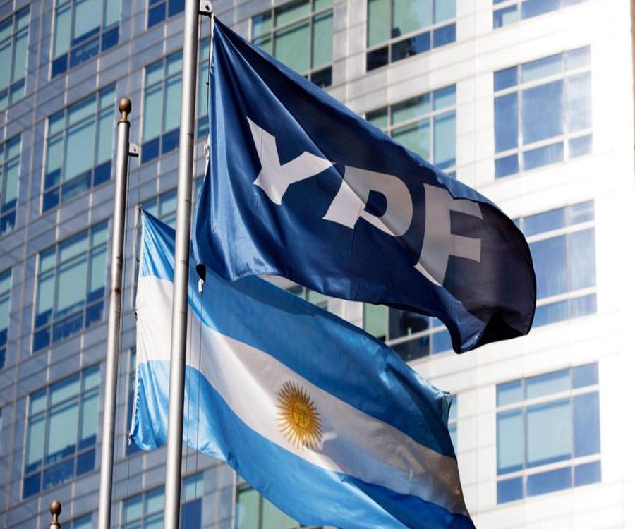 La calificadora de riesgo FIX subió la nota de YPF