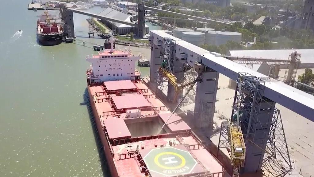 Por la bajante del Paraná se acentúa la operatoria en Bahía Blanca y Quequén