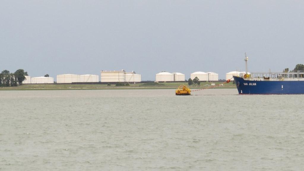 Las rutas del petróleo argentino confluyen en Puerto Rosales