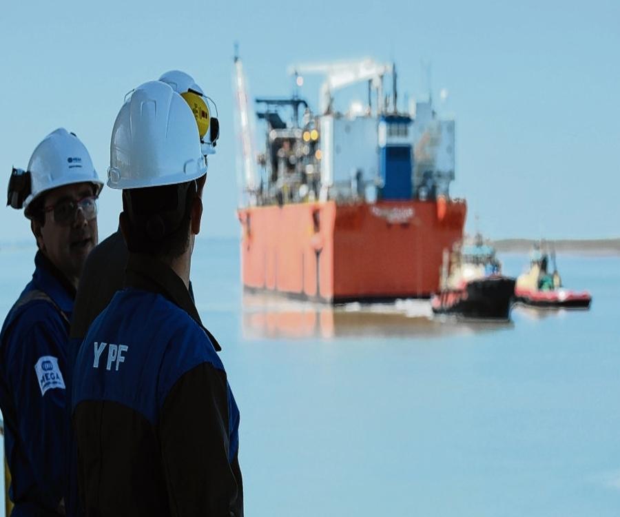 YPF le dice adiós a la barcaza para exportar desde Bahía Blanca el gas de Vaca Muerta