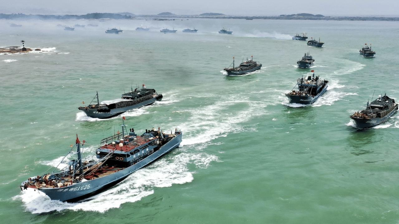 La flota pesquera china que está en el Pacífico llegará en diciembre a la Argentina (Nota I)