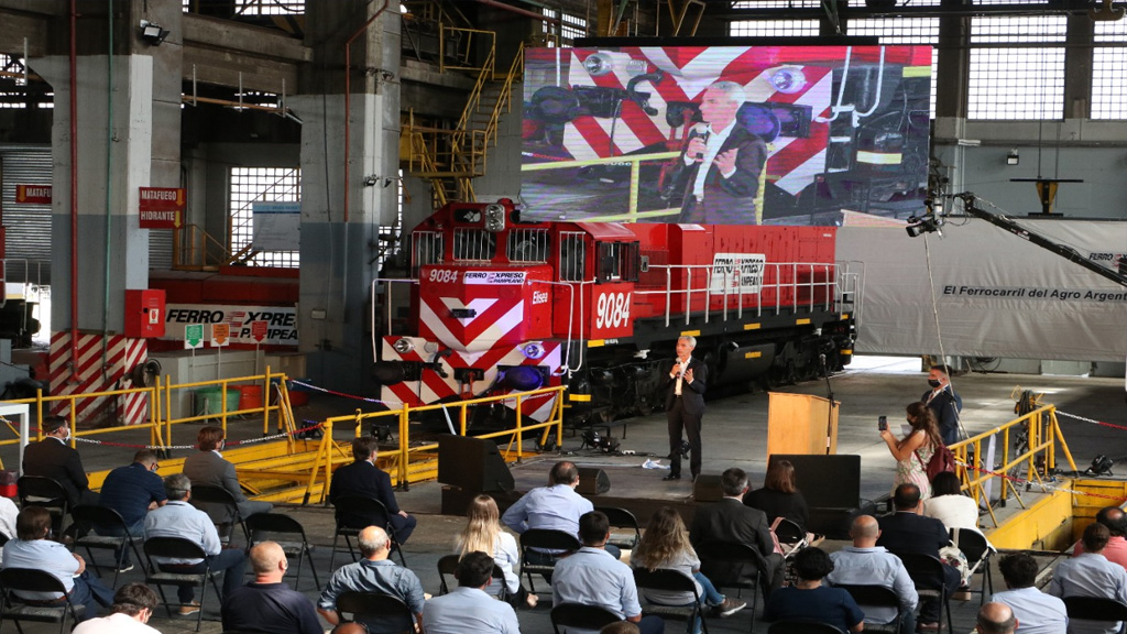 Ferroexpreso Pampeano presentó dos locomotoras que fueron restauradas