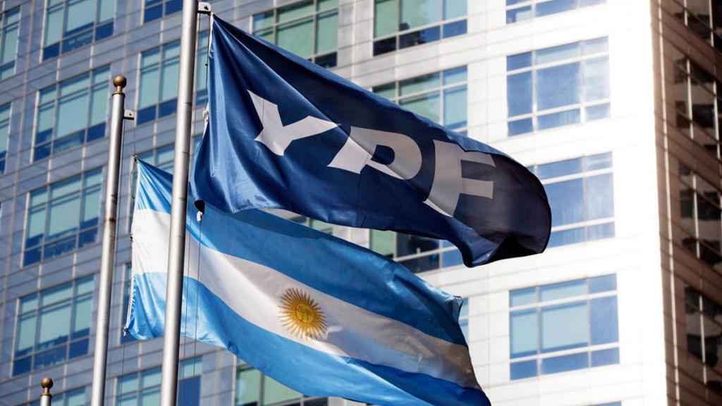 YPF: un grupo de tenedores de bonos apoyan la propuesta de canje de deuda