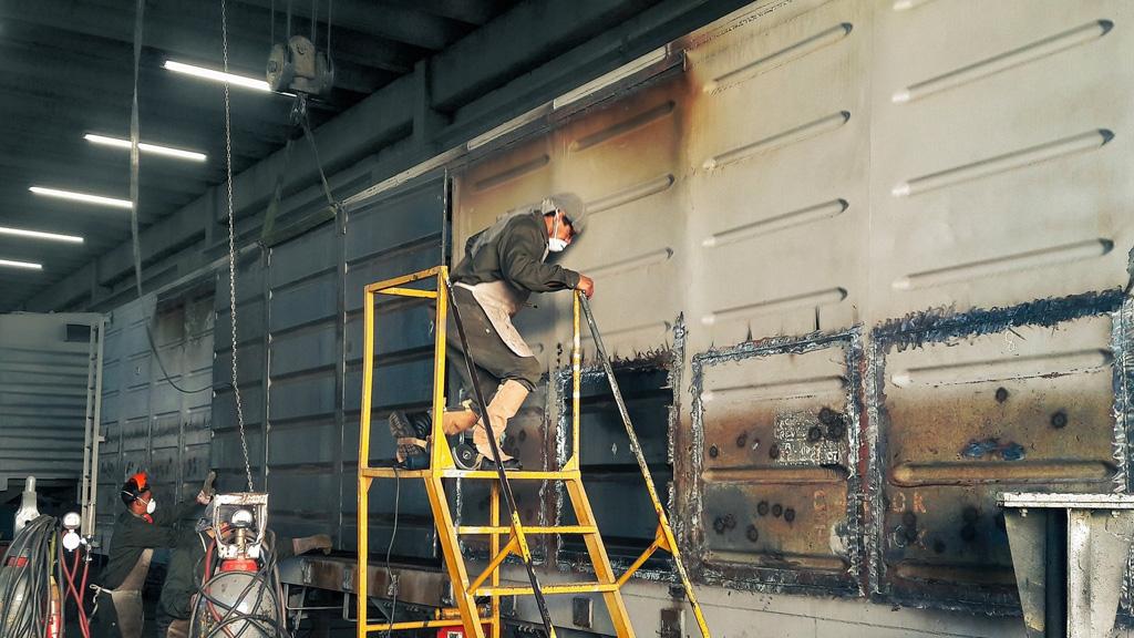 Reparan en talleres nacionales más de cien vagones abandonados