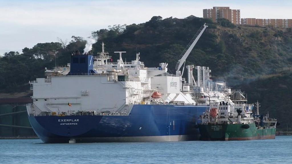 Ya está en Escobar el buque regasificador que operará en Bahía Blanca