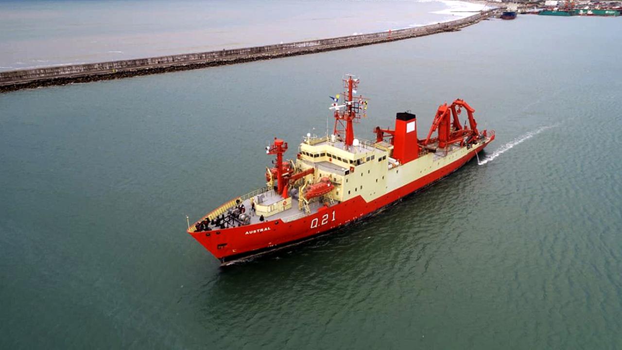 """Video: el buque oceanográfico ARA """"Austral"""" zarpó rumbo a la Base Naval Puerto Belgrano"""
