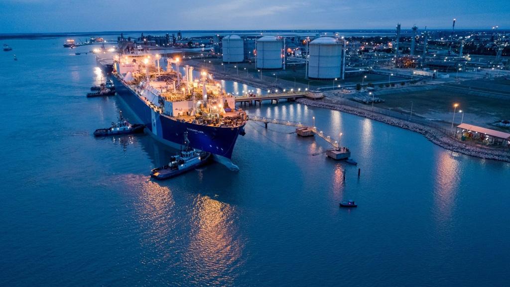 Excelerate Energy anunció la entrada en servicio del Exemplar en Bahía Blanca