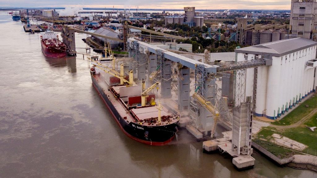 Más de 140 mil toneladas adicionales llegaron a Bahía Blanca por la bajante del Paraná