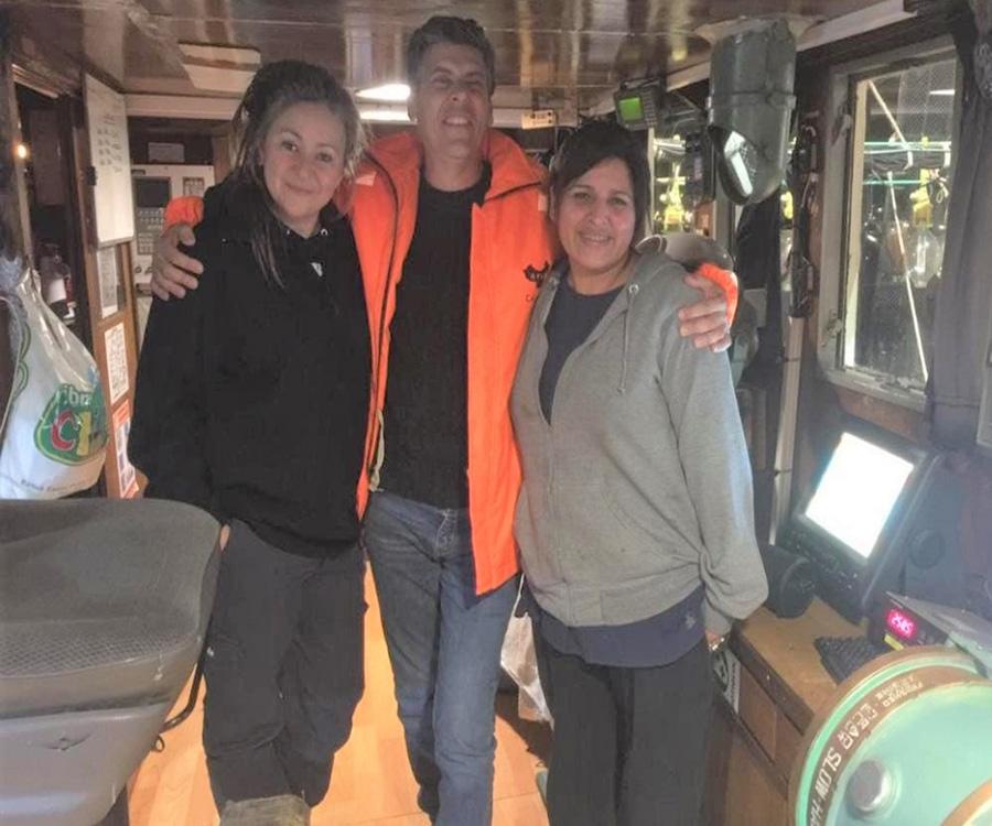 Zarpó desde Puerto Madryn el primer buque pesquero al mando de dos mujeres