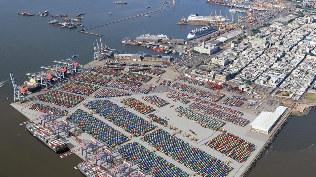 ¿Cómo es el plan para que Montevideo duplique en capacidad de carga a Buenos Aires?
