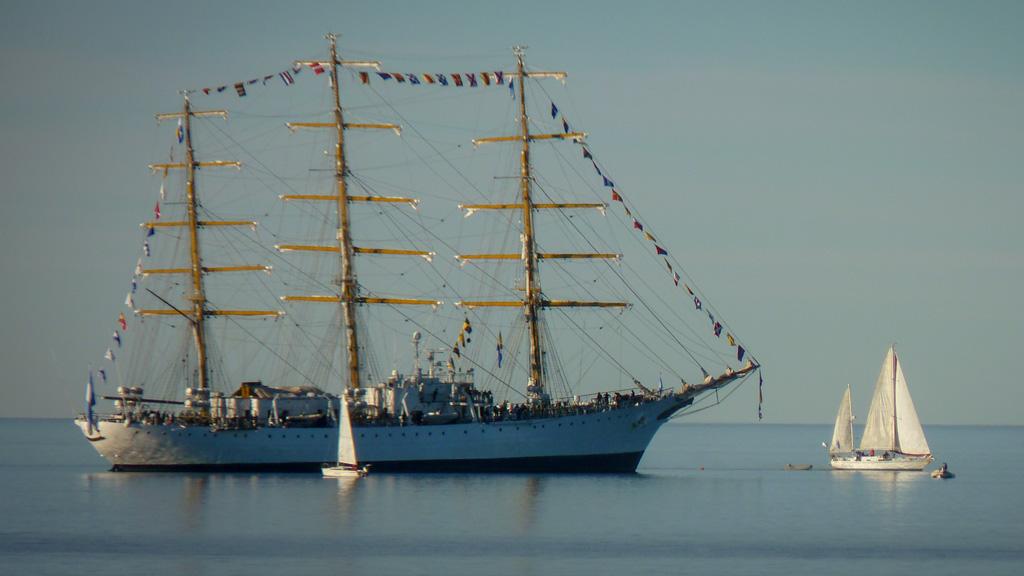 En fotos: la fragata Libertad llegó a Puerto Madryn